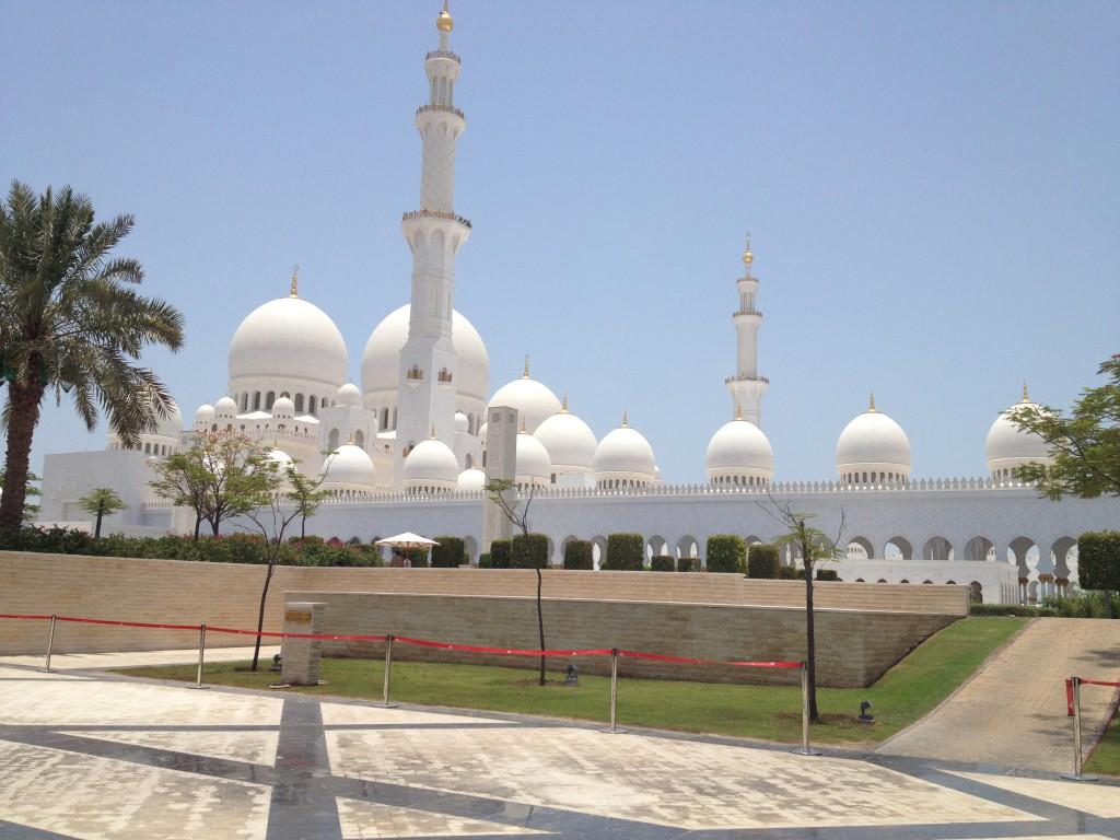 Blick auf die Scheich Zayid Moschee in Abu Dhabi