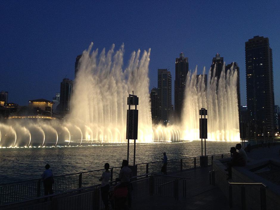 Burj Khalifa Dubai Fontäne bei Nacht