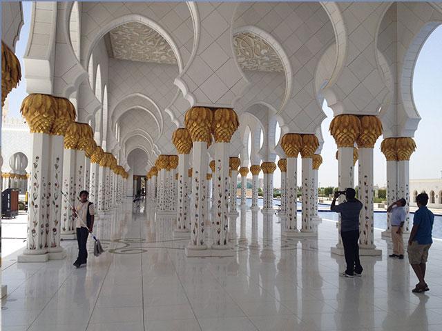 Gang in der Scheich Zayid Moschee