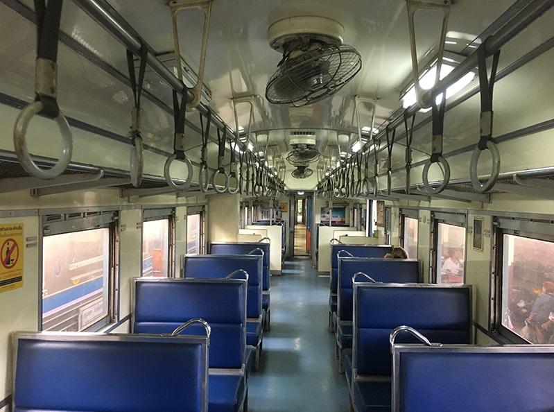 Typischer Zug in Bangkok