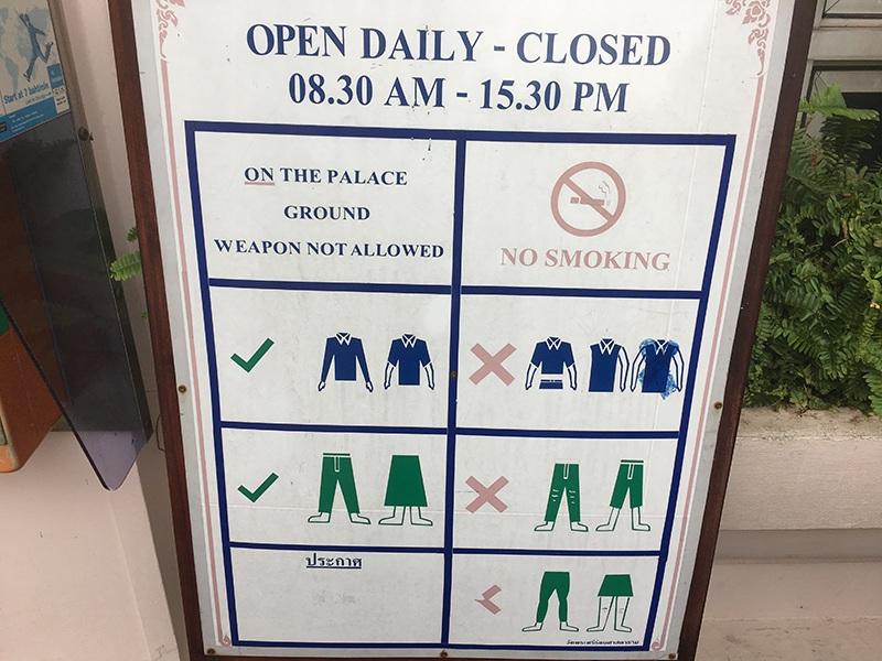 Kleiderordnung im Königspalast in Bangkok