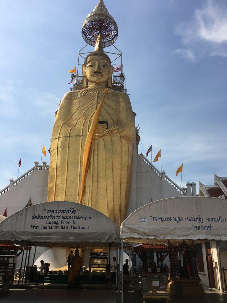 Stehender Buddha in Bangkok