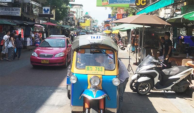 Tuk Tuk und Taxi in Bangkok