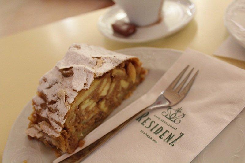 Wiener Apfelstrudel - Café Residenz