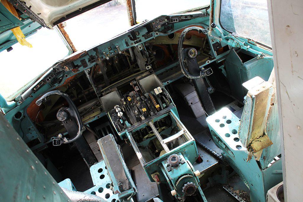 Cockpit im Flugzeugfriedhof