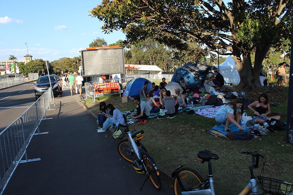 Zelten vor den Eingängen