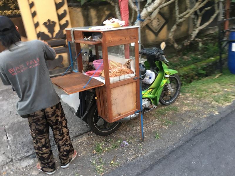 Fliegende Händler auf Bali