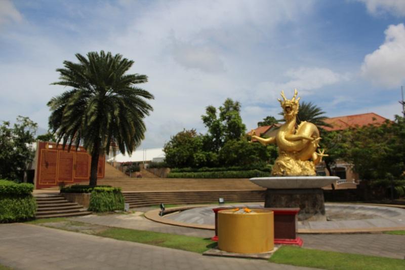 Hai Leng Ong - Goldener Drache