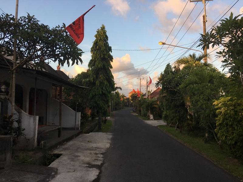 Straße bei unserer Unterkunft