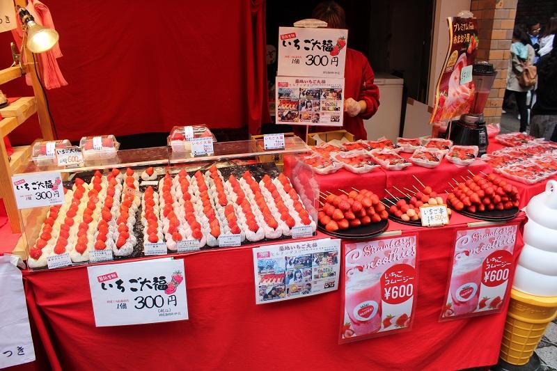 Stand mit Erdbeeren in Tokio