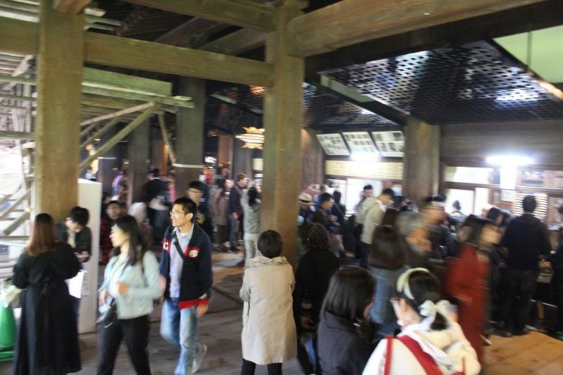Kiyomizu-dera Tempel Haupthalle von Innen