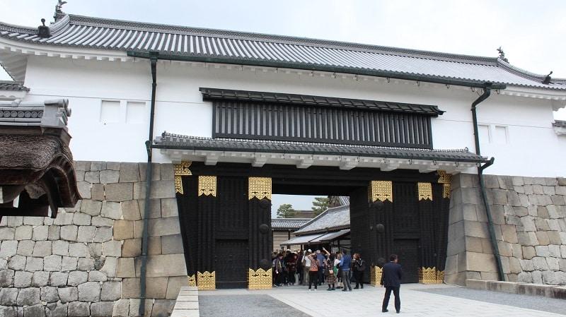 Tor zur Burg Nijo